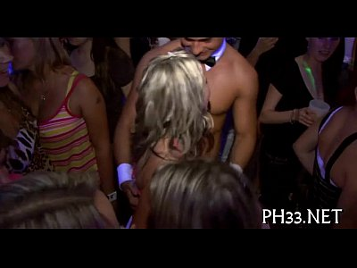 Interracial Hardcore Group video: cheeks engulfing jock in club