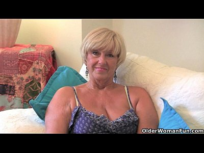 Chubby Granny Mom video: Fuckable granny Samantha needs to get off