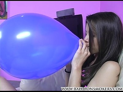 Girls Blow Balloon video: 600150 xh promo