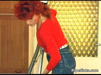 Mature Ripe vid: Hot and horny mature redhead getting