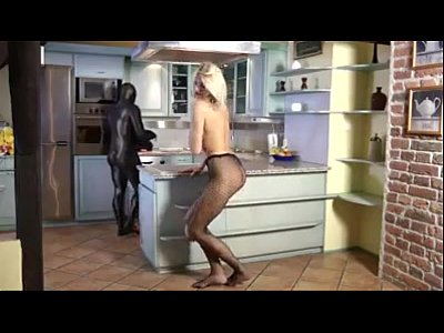 Girl Short Cute video: Over 6ft heighted tall babe strips and provokes short guy