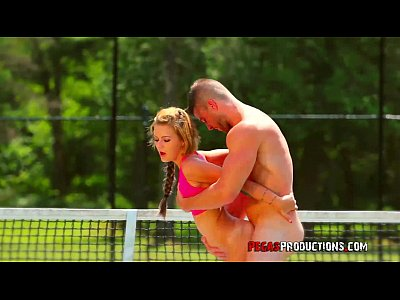 Teen Brunette Sexy video: Baise Torride au Tennis