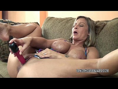 Masturbation Toys Solo video: Mature slut Leeanna Heart lifts her skirt to fuck a dildo