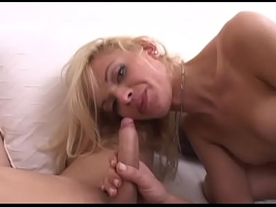 blonde amateur gets creampied through glory hole