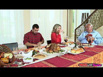 Milf Mom Threeway vid: Moms Bang Teen - Naughty Family Thanksgiving