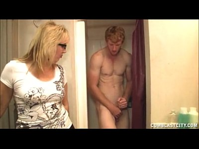 Glasses Handjob Milf video: Cum Bath In The Bathroom