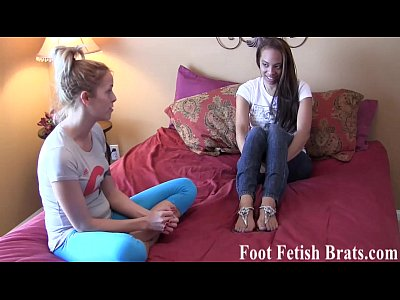 Footfemdom Footfetish Footfetishporn video: I will give you free yoga lessons if you rub my feet