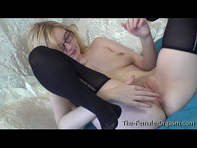 Pure Finger Rubbing Masturbating Coed with Nice Tits