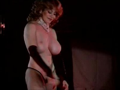 Kitten natividad  strip tease de tetitas calientes