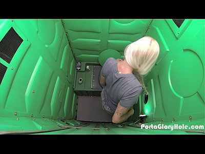 Porta Gloryhole Blonde milf swallowing strangers cum