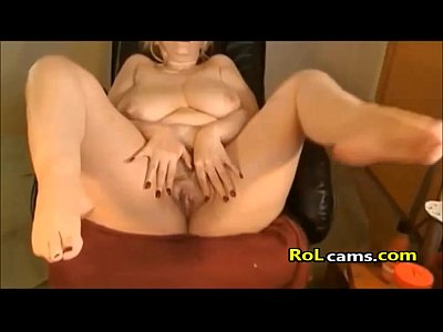 Horny mature play pussy with sextoy