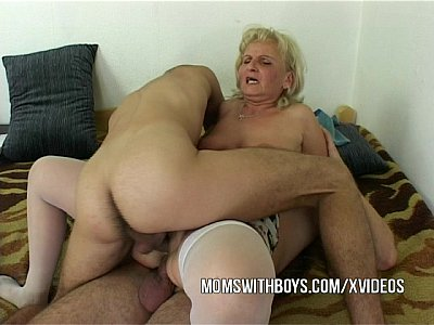 Cougar Cumshot Facial video: Old Horny Slut Seduces IT Nerds