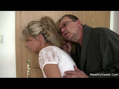 Threesome Milf Mature video: She rides his old cock after cunnilingus