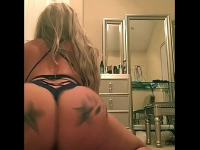 Watch Sexy Big Booty Tattooed Chick Twerk It