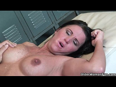 Bustymilf Cougar Cuminmouth video: Busty milf Kendra Secrets gets fucked in locker room