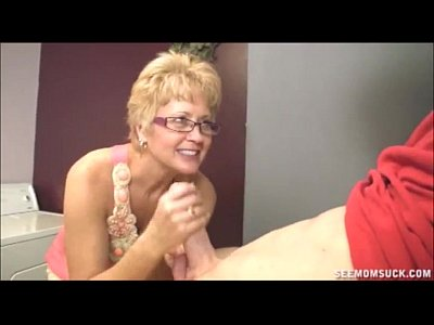 Milf Mature Sexy video: Blowjob In The Laundry Room