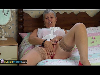 Curvy Granny Masturbation video: EuropeMature Granny Savana have to do it herself