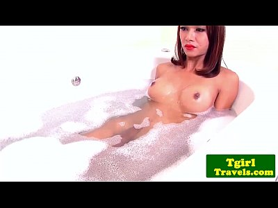 Solo Dildo Bath vid: Bathing ts Bell puts a huge dildo in ass