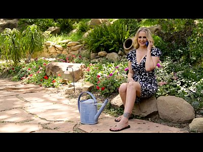 Bigbutt Bigtits Blonde video: Julia Ann's special gift for her step daughter