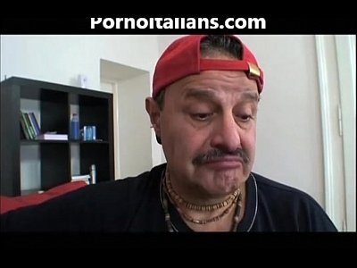 Oral Pompino Bocchino video: Ragazza Bionda porcella fa pompino a vecchio peloso! Blonde girl does blowjob to