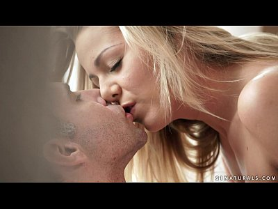 Blonde Blowjob Cocksucking video: Cute blonde Christen Courtney loves morning sex