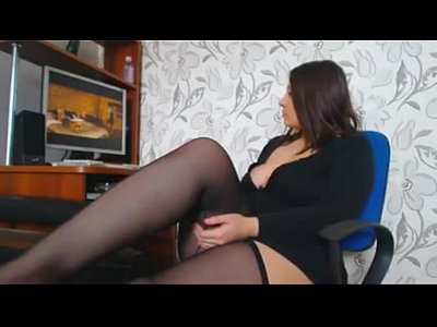 Curves girl masturbating when watching porn