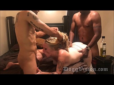 Horny Blonde MILF Oreo Splitroast and Facial
