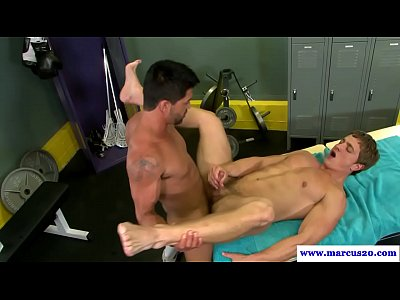 Straight muscled hunk plowed in asshole