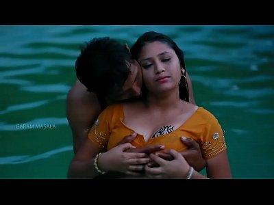 Desi Masala video: Hot Mamatha romance with boy friend in swimming pool-1