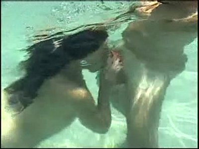 Porno video: Hot Underwater Porn Assfuck and suck