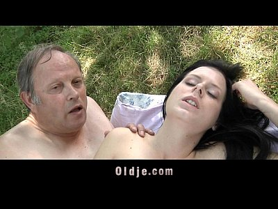 Outdoor Brunette Teeny video: Crusty old man fucks young girl outside