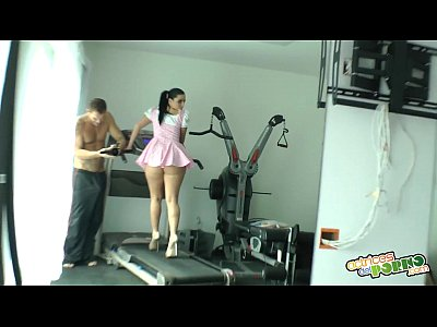 Porno video: Haciendo gimnasia - Nacho Vidal fuck's brunette at gym