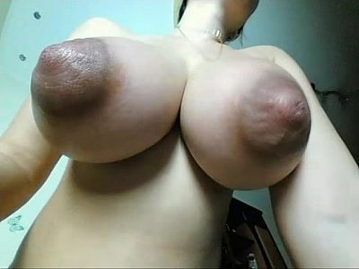 Wife (milf) with huge natural tits recorded live. Visit sexxxcams.eu for more!