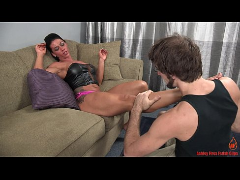 Sexy Muscular Girl and the Skinny Dude