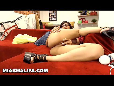MIA KHALIFA - Hanging Out With My Fans On Camster.com