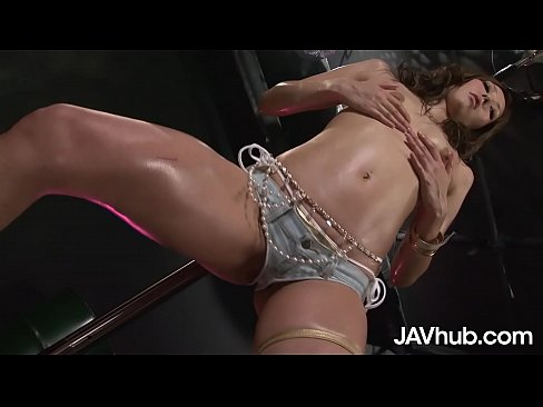 JAVHUB Asian idol Runa Usami lets two guys fill her up