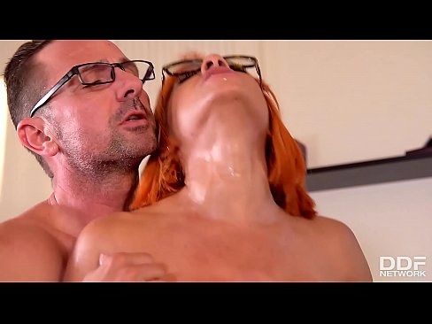Nerdy Glasses Make Rose Valerie Look Dirty During Clinic Double Penetration