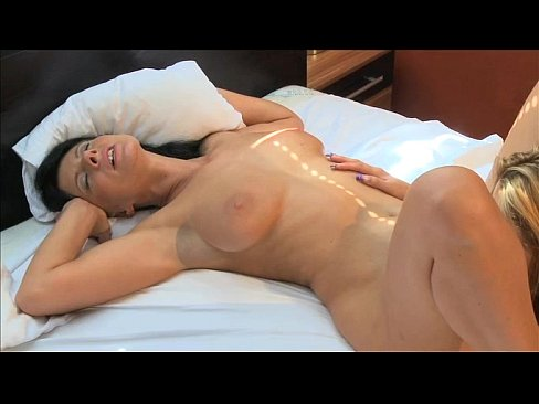 nude mom having orgasm