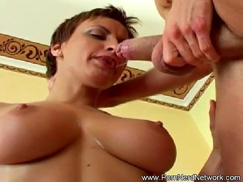 Blonde mom holly claus in a green wants a massage from son 5