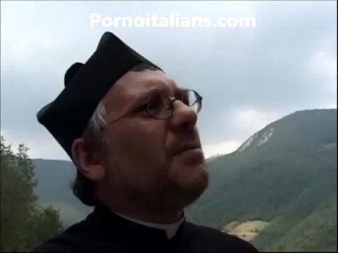 Biondina fa pompino al prete nel bosco - Blonde does blowjob to the priest