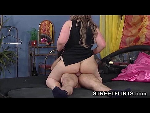 Leather gloves handjob from big lady