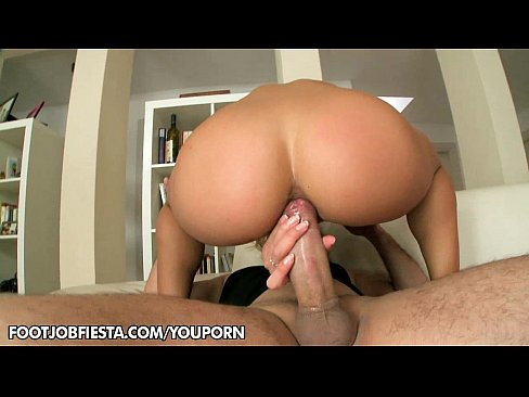 Blonde babe Nikky Thorne gives awesome footjob