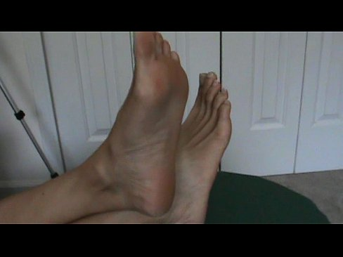 33jazzygirl from youtube shows her toes and soles 3