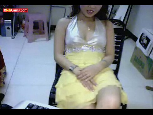 Viet Girl Show Cam With Toy