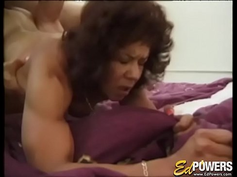 Muscular babe Kitana Steele presents cock riding exercise