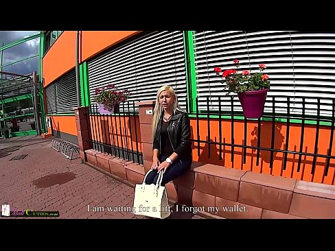 Two girls on public have sex for shopping free