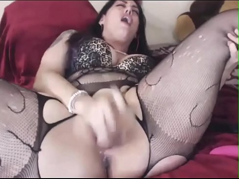 Screaming loud girl cumming on cam