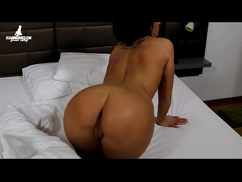 Nia Black masturbating with dildo after waking up in the morning