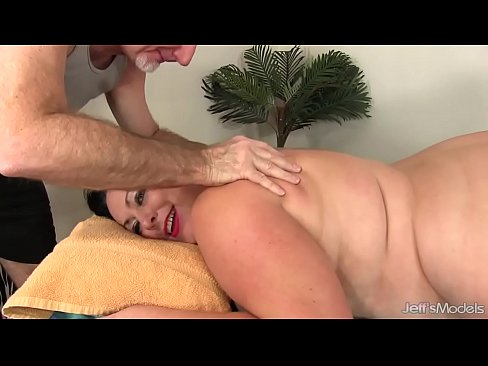 Fat Honey Calista Roxxx Gets a Massage and a Dildo Up Her Cunt