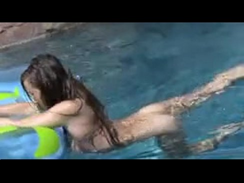 Alluring!! young girl masturbates in pool dream
